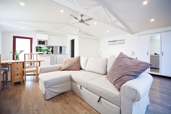 Bijoux Beach House - a short drive to Manly Beach