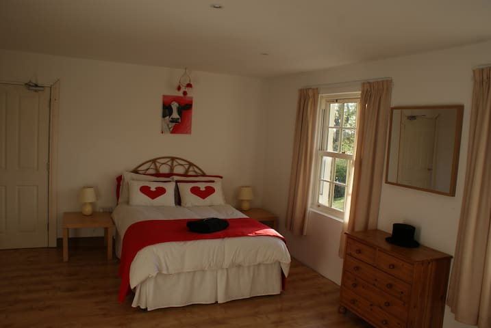Iseult, large room with ensuite - Nutt's Corner - Inap sarapan