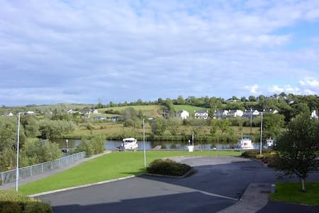 Leitrim Village on river shannon - Carrick-On-Shannon - Daire