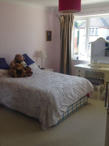Beautiful double room with ensuite - Poole - Bungalow