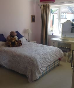Beautiful double room with ensuite - Poole - (ukendt)