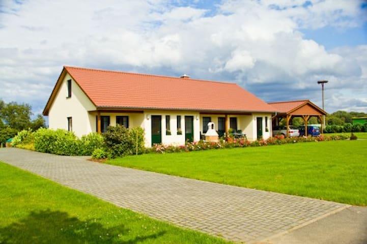 einfach gemütlich :-) - Peenehagen OT Alt Schönau - Apartamento