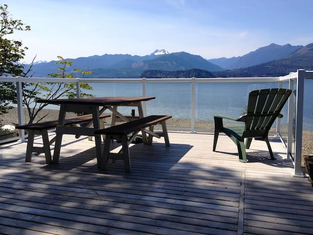 Picturesque Hood Canal Waterfront - Seabeck