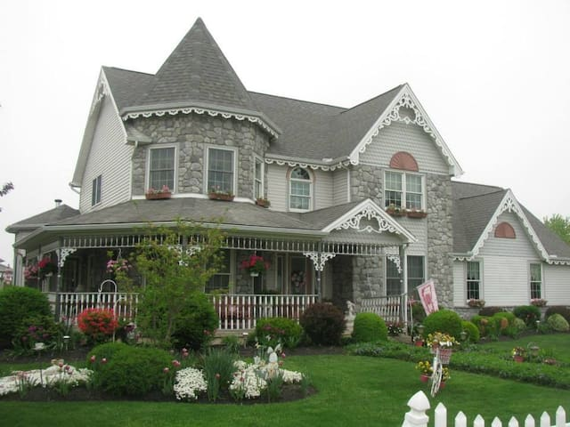 Victorian Elegance - Mechanicsburg - House