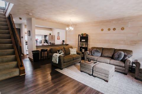 Scenic Luxury Villa, 2 Bedroom, Pet Friendly!