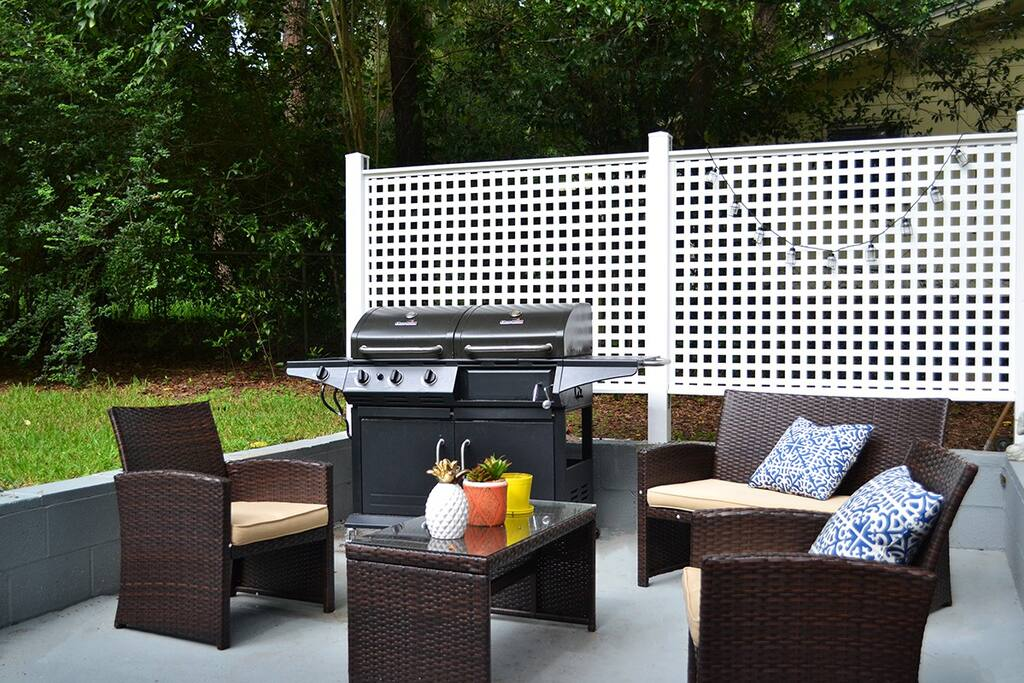 Charcoal & Propane Grill for awesome BBQ's on the patio.