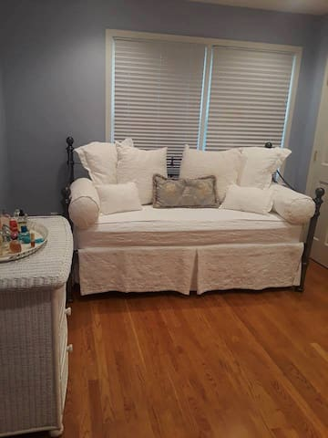 Cozy Bedroom near Morristown Airport