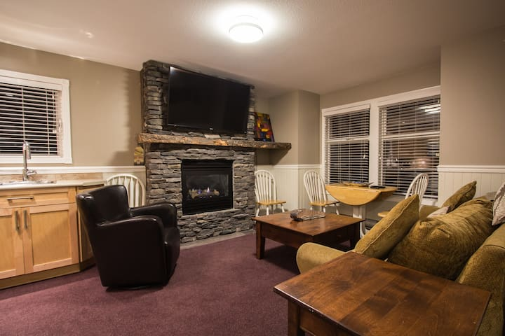 SilverStar Twin Peaks Cozy 1 Bed Suite Sleeps 6