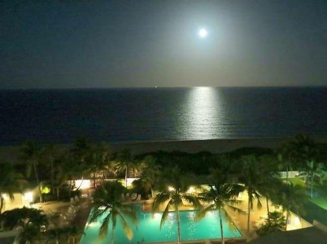 Miami Beach 739
