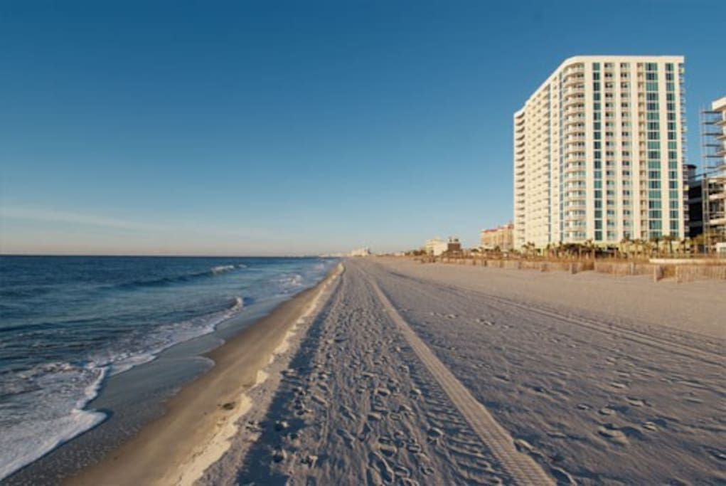 nice 1 br ocean front towers on the grove sleep 4. Black Bedroom Furniture Sets. Home Design Ideas