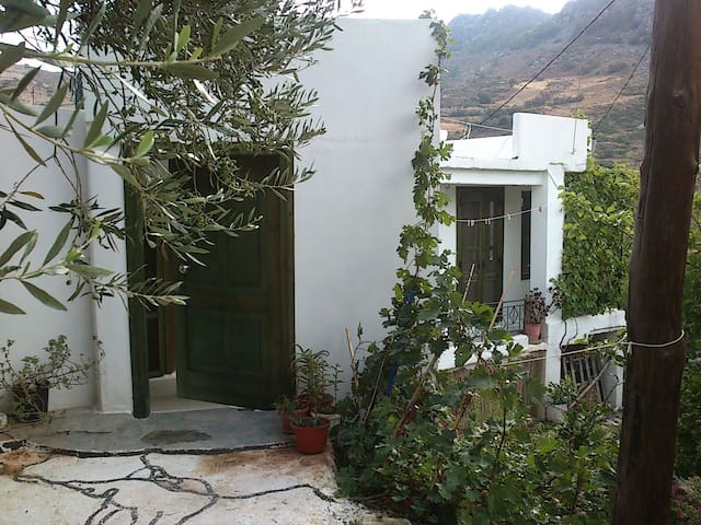 Stone house in Orino village, Crete - Orino