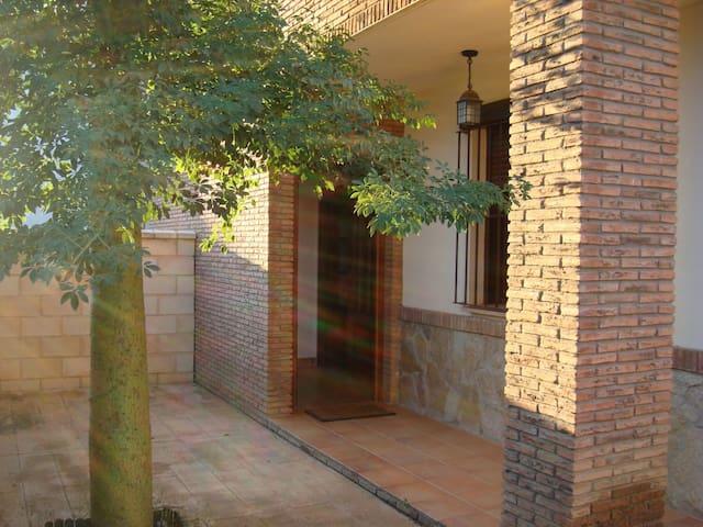 Casa adosada de lujo - burguillos - Huis