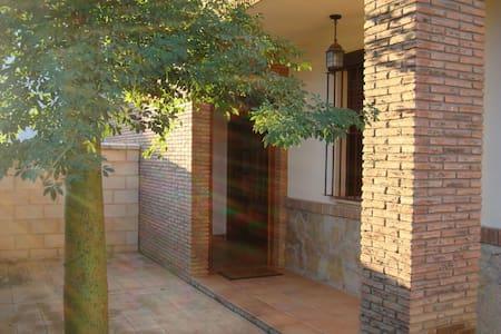 Casa adosada de lujo - burguillos - 独立屋