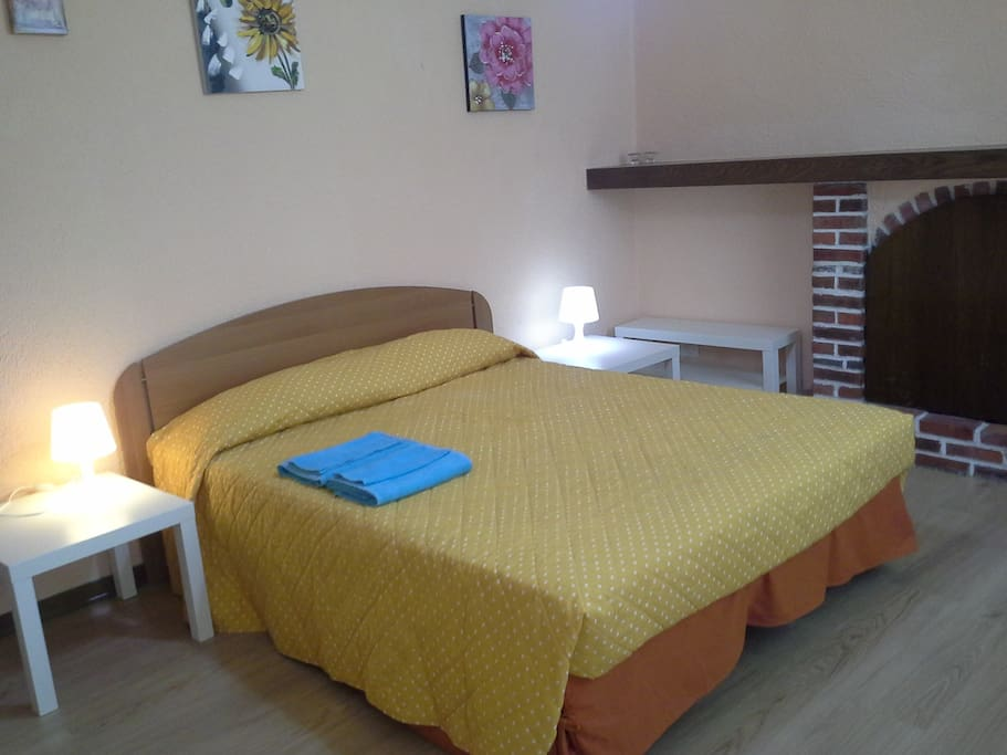 Camera 3 letto matrimoniale bagno e cucinotto case in for Camera matrimoniale e piani bagno