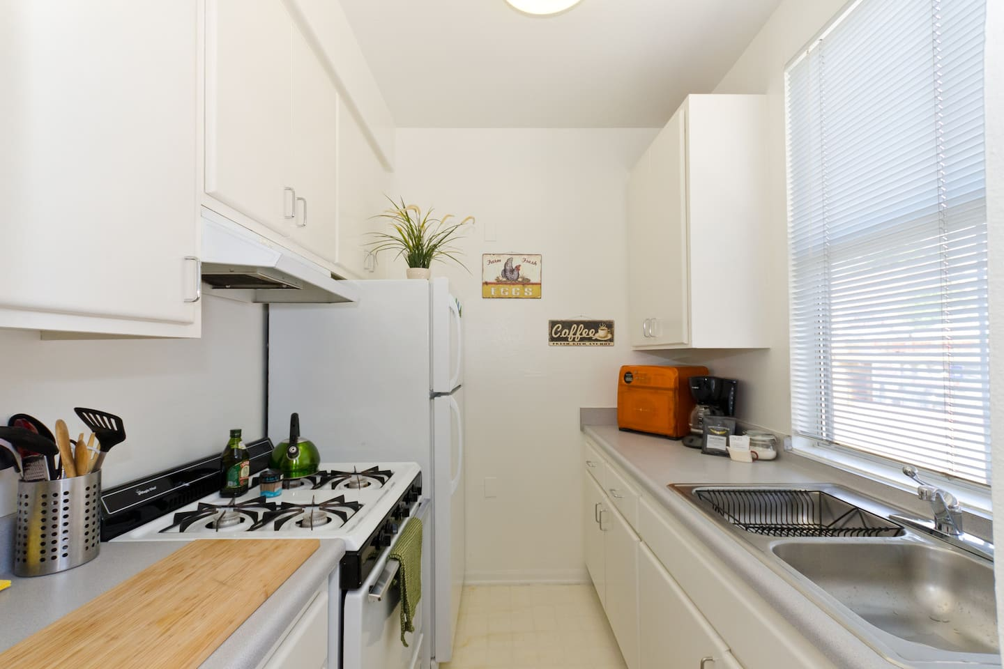 Silverlake Green Machine Studio 7.48 - Apartments for Rent in Los ...