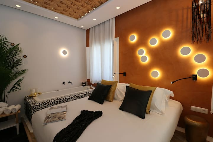 """Naxos seafront str- Deluxe suite """"Helios"""""""