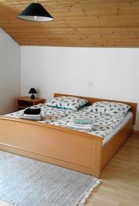 Helle, geräumige Wohnung in den Bergen - Apartmen