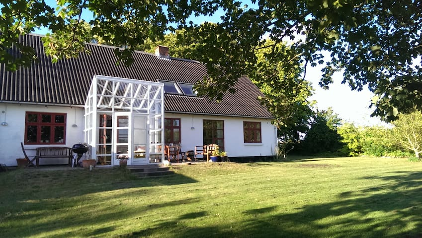 Farmhouse with magnificent view - Storvorde - Casa