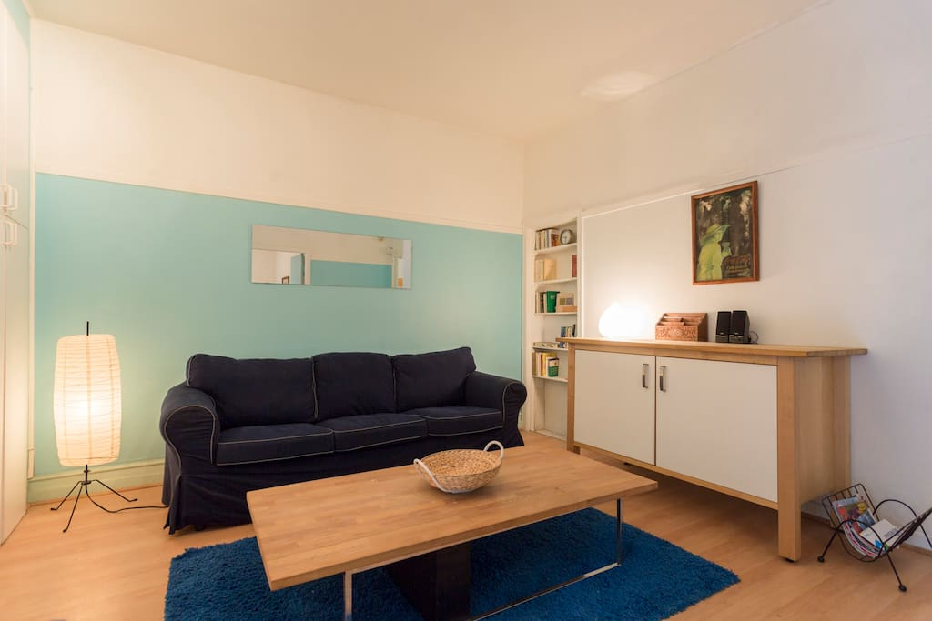 Spacious and confortable living room /Salle commune spacieuse et confortable