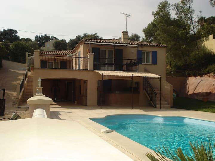 Bandol, Villa Piscine,Jardin soleil, calme 8 pers