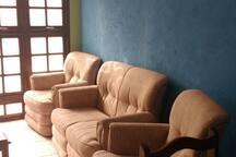 sala com sofás