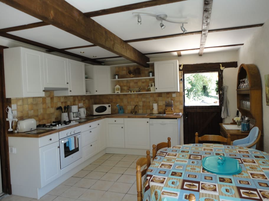 Fully equipped kitchen/dinning room