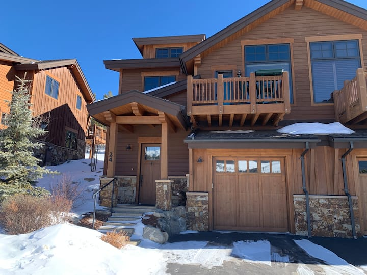 FREE SkyCard Activities - Close to Town, Private Hot Tub, Mountain Views - Dewey Placer Lodge