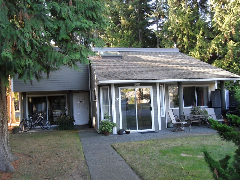parksville dating Parksville is a city on vancouver island, in british columbia, canada the city is on highway 19a, 37 kilometres north-west of nanaimo, .