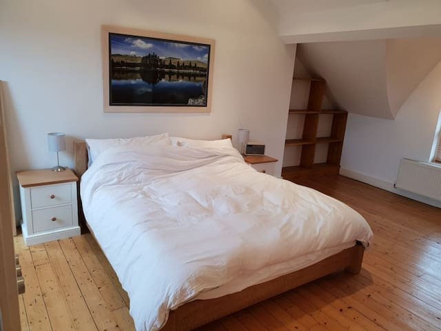 Spacious Loft Room, Super King Bed, Shower Ensuite