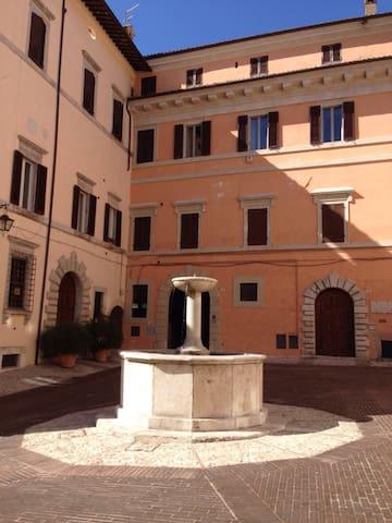 Frescoed one-room apt in Spoleto - Spoleto - Appartement