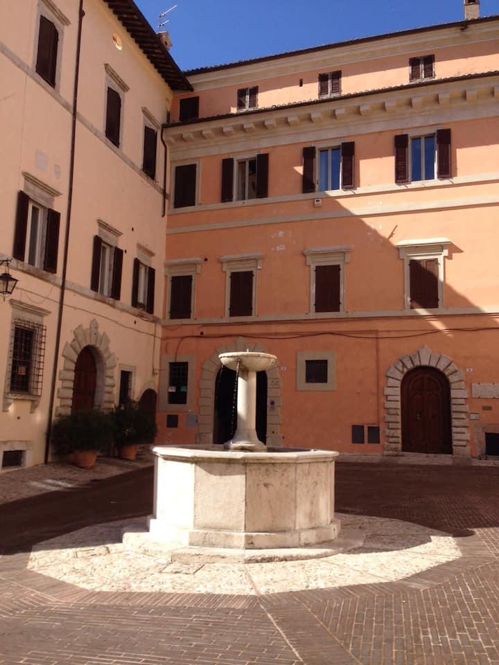 Monolocale del 1500 affrescato in centro a Spoleto
