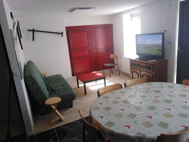 N. 4 appartement indépendant proche centre moulins