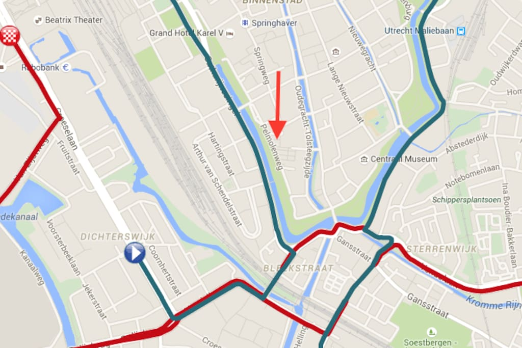 Parcours Tour the France (red and green) - Location of the house (arrow)