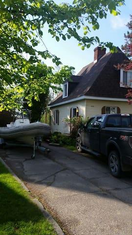 Belle petite maison style champêtre - Saguenay - Huis