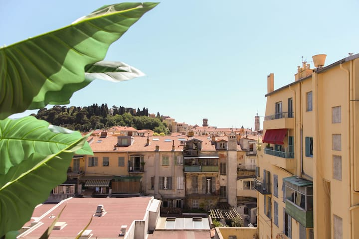A terrace overlooking old nice apartments for rent in for Terrace house full episodes