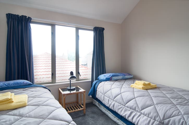 Small single room close to shops and restaurants
