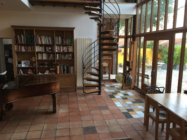 Large and cosy  LOFT. 20 min. from Louvre Museum - Villejuif - Loft
