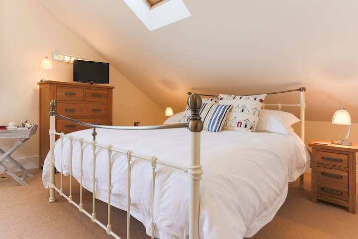 Spacious en-suite king bed+day bed - Falmouth - ที่พักพร้อมอาหารเช้า