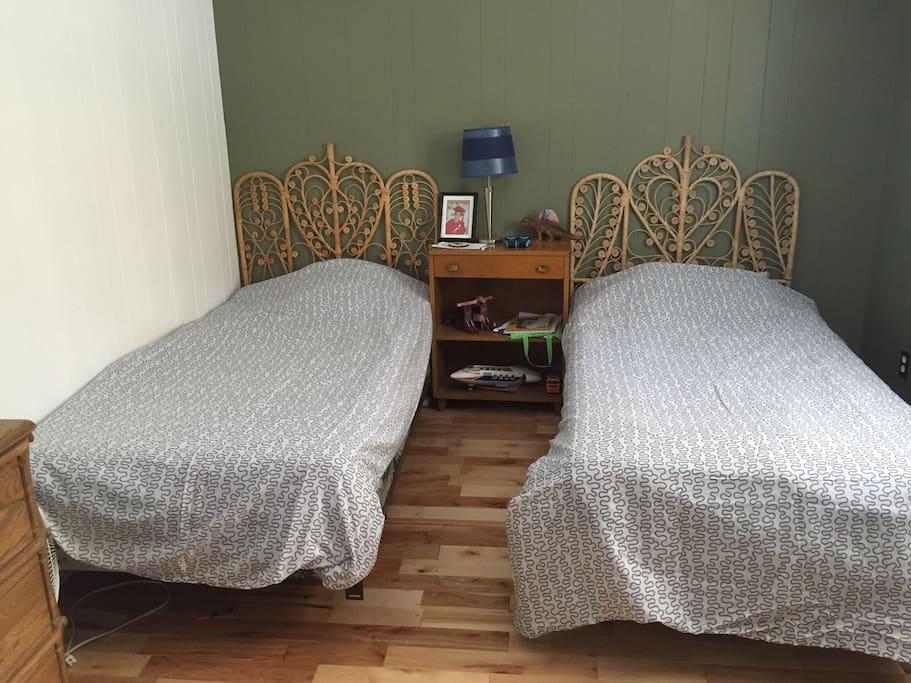 Chambre des enfants ou autre 2 lits simple  (chambre #2)