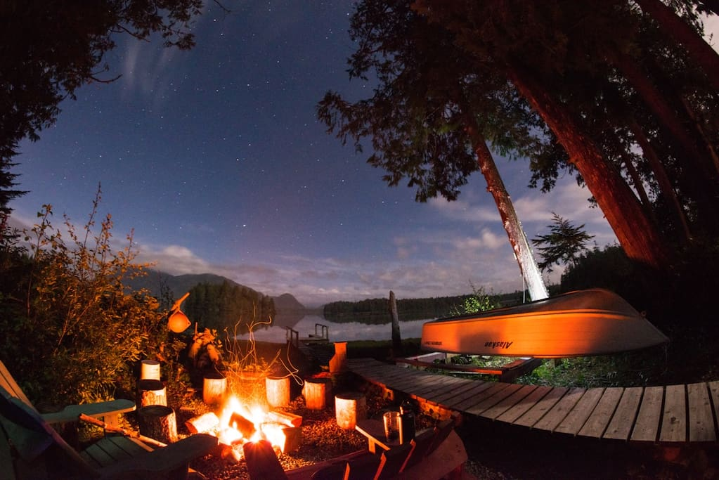 Cosy up around the cedarwood cove firepit and watch the stars with your hot chocolate and blankets