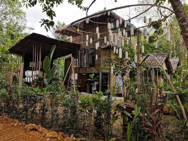 Eco-studio, house and/or gallery house