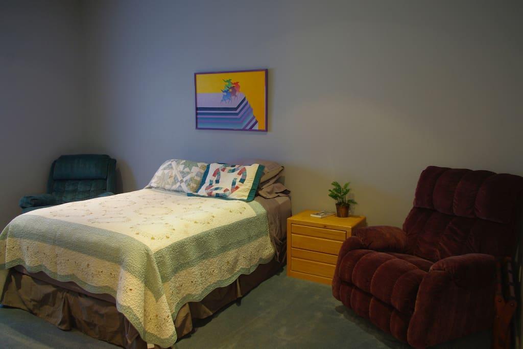 Bedroom Queen Bed 2 Recliners