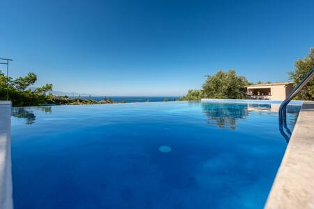 ILYESSA SEA VIEW COTTAGES  (GERANIA)