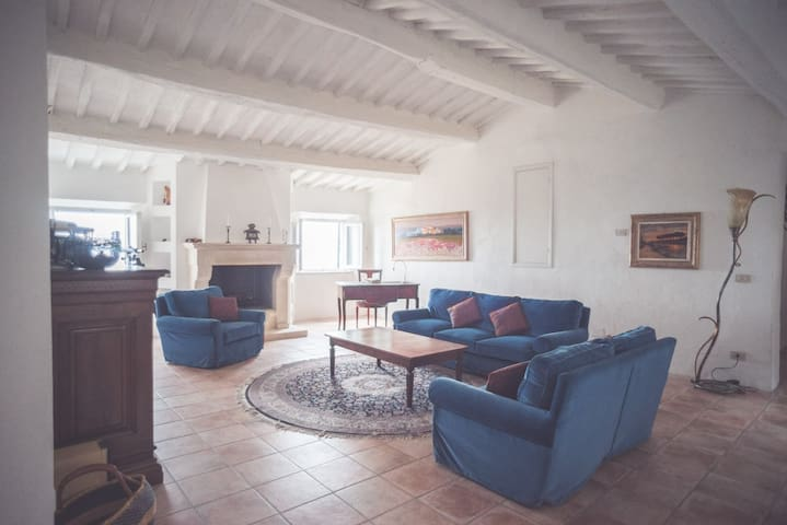 Live in Medieval Village in Tuscany - Campiglia Marittima - Appartement
