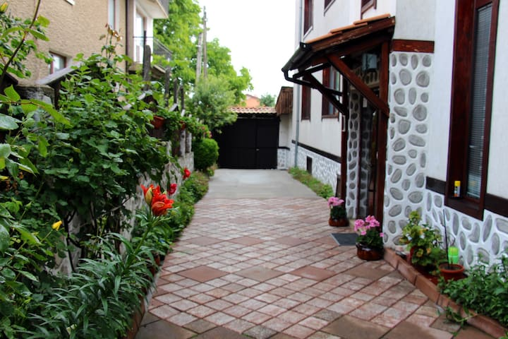 102 DBL room in Guest house SEVDA Bansko
