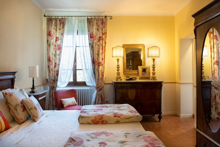 King bed room with jacuzzi- Palazzo Malaspina