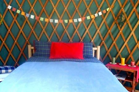 Yurt on Talking Horse Farm on Orcas - Eastsound