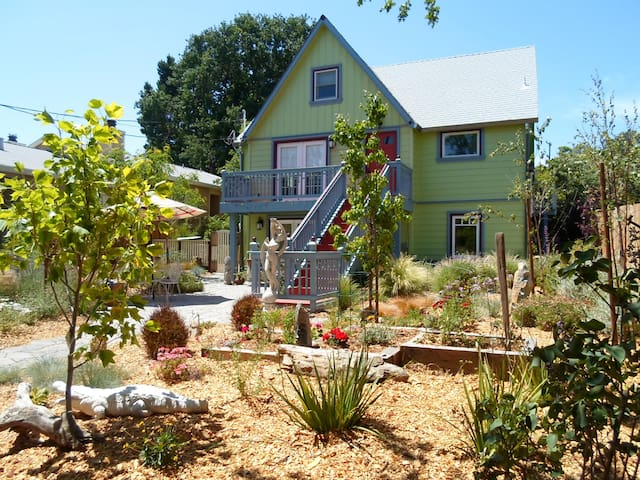 Renovated Farm House with King Size Bed by BART - Walnut Creek - House