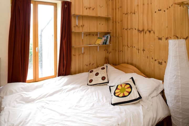 Comfy double room in central area 1