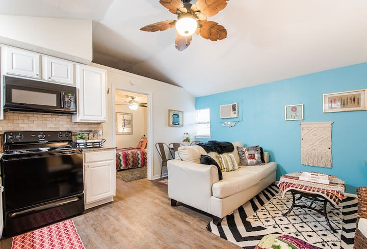 Cottage walking distance to campus